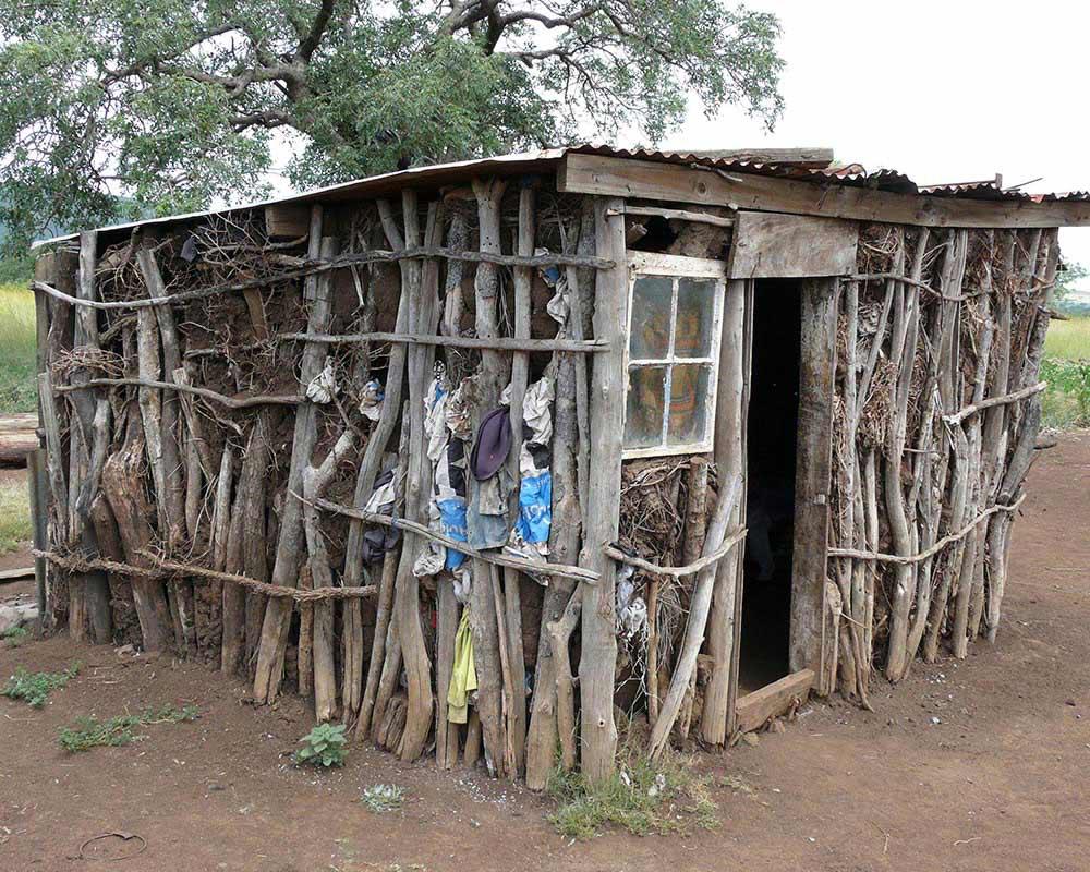 Haus einer bedürftigen Aids- Waisenfamilie in Swasiland / Afrika - Hilfsprojekte